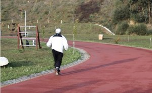 Fig. 2 - Cidadão sénior a praticar exercício