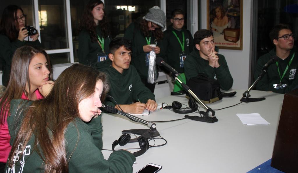 Jovens Repórteres na rádio Telefonia em Évora durante a Missão JRA Alentejo 2016 | Portel