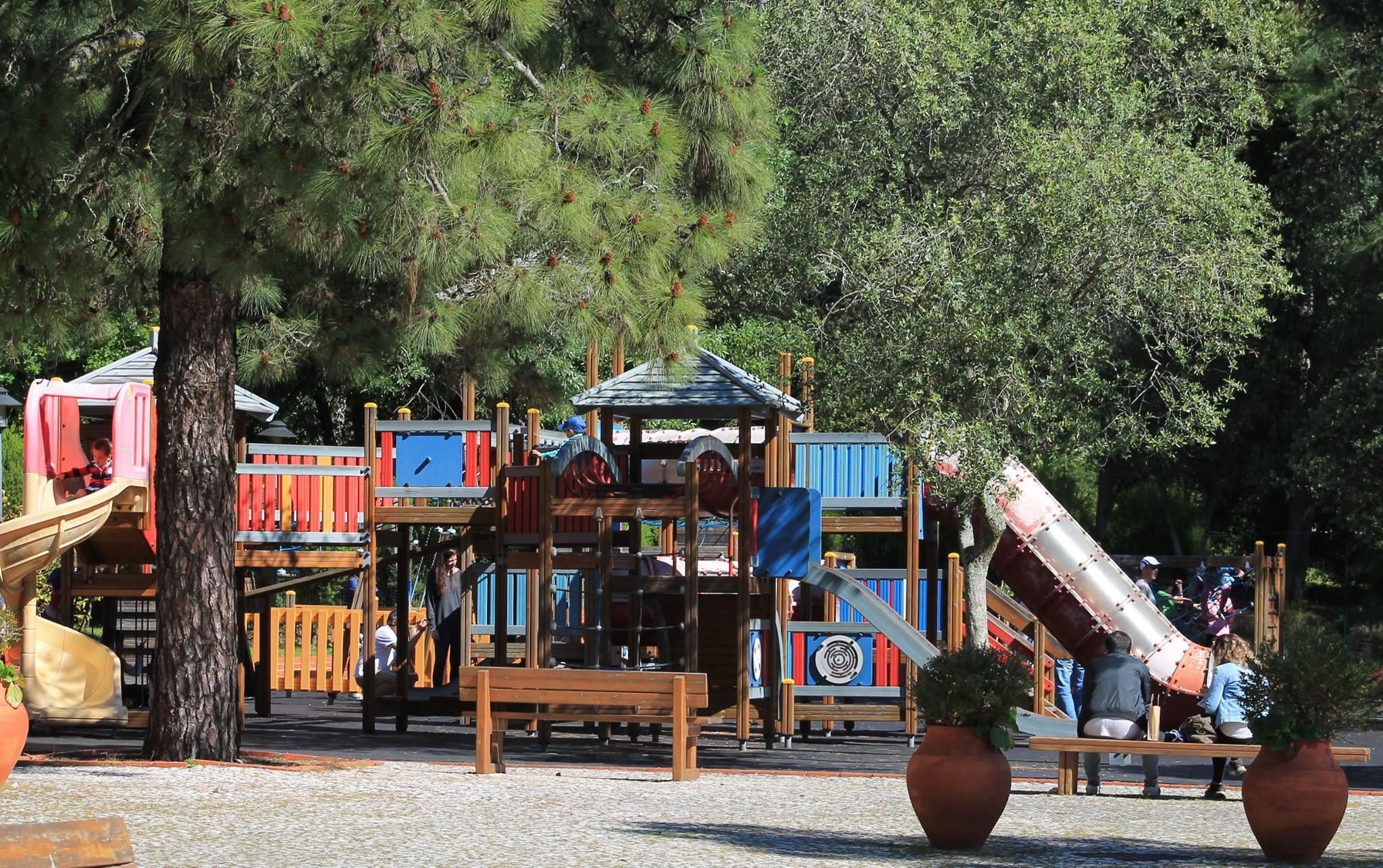 Parque Recreativo do Alvito onde entre outras atividades, as crianças podem brincar no espaço de jogo e recreio.