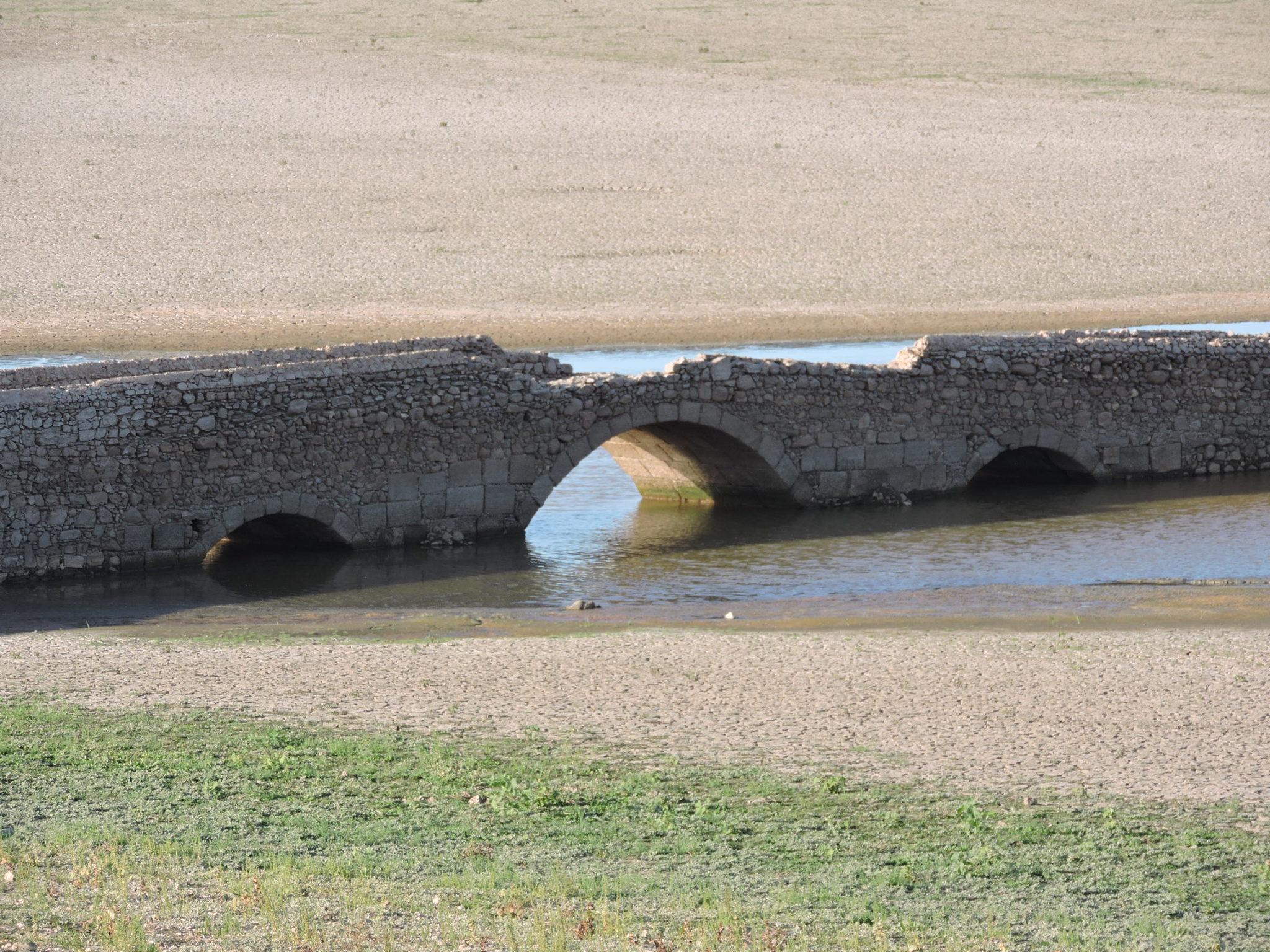 Um zoom da seca na Barragem do Maranhão