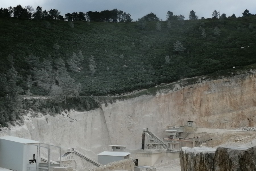 Exploração de calcário na serra de Aire e Candeeiros e suas adversidades