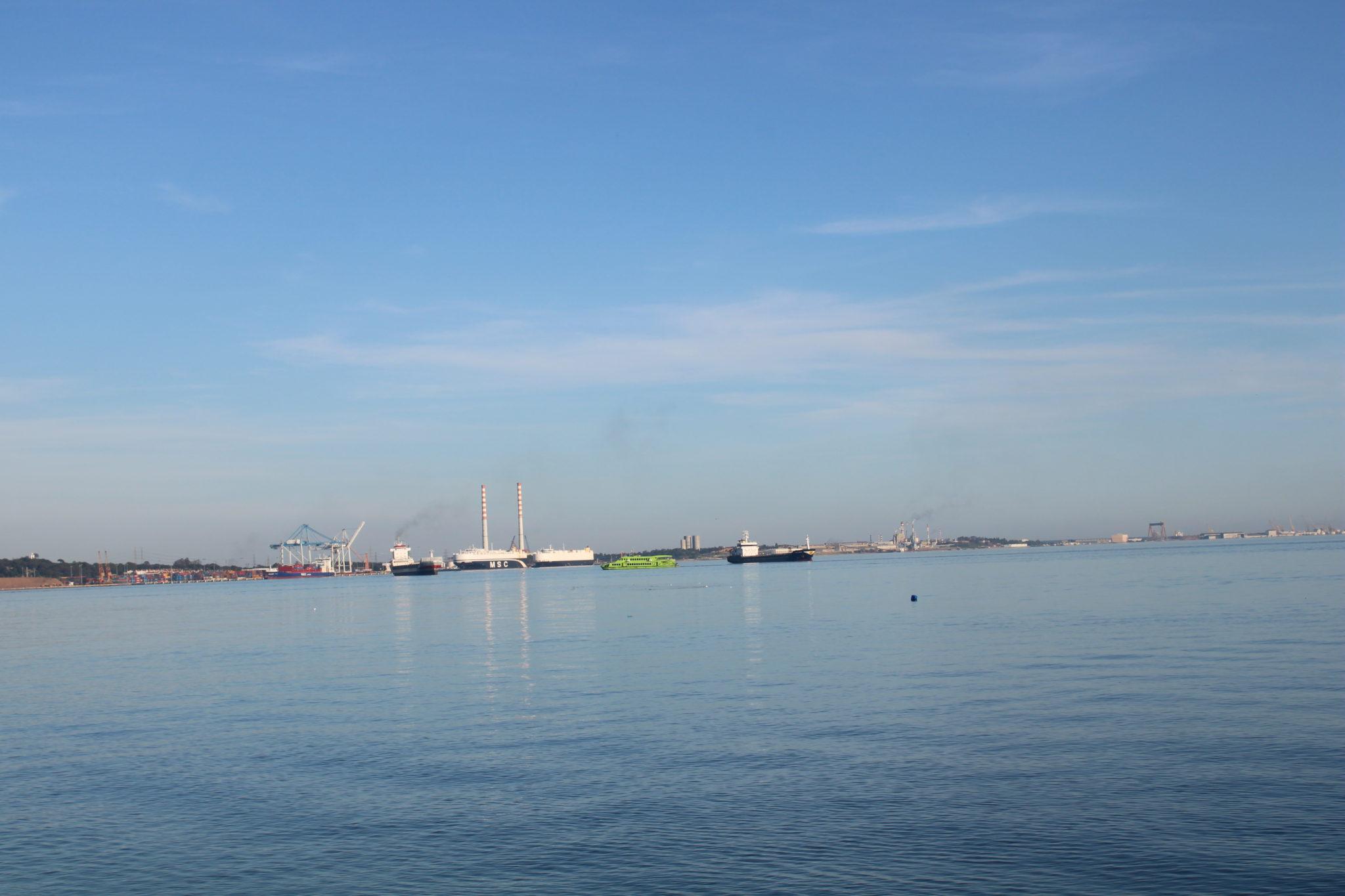 Vista do porto de Setúbal